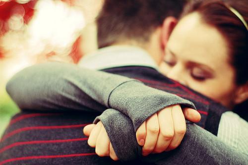 Resultado de imagen para pareja abrazada
